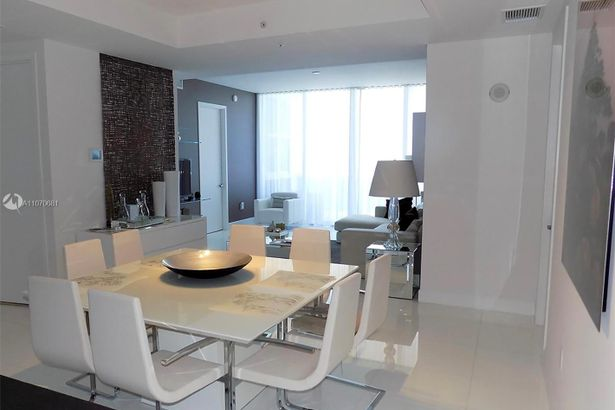 18201 Collins Ave #3906