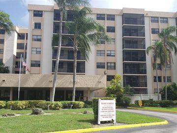 900 NE 195th St #216, Miami, FL, 33179,