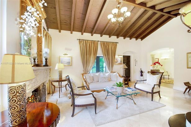 768 Alhambra Cir