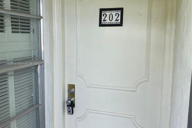23099 N Barwood Ln N #202