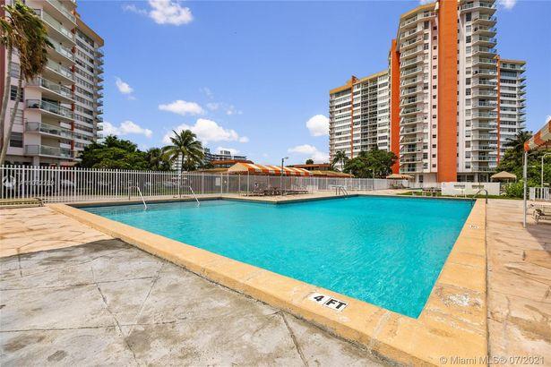 1351 NE Miami Gardens Dr #1101E