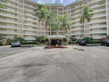 3051 N Course Dr #809, Pompano Beach, FL, 33069,