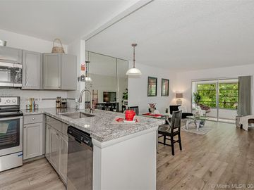 5102 NW 36th St #611, Lauderdale Lakes, FL, 33319,