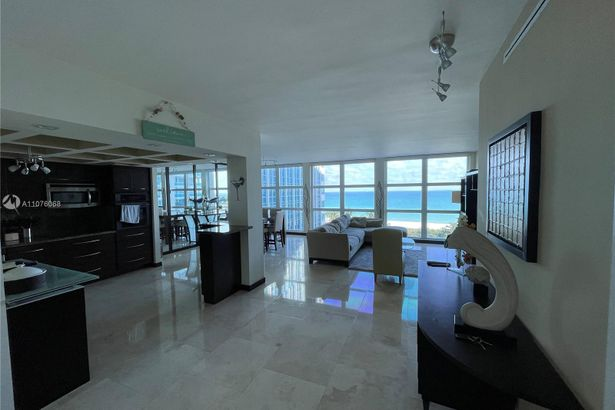 5055 Collins Ave #7H