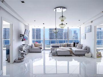 200 Biscayne Boulevard Way #3704, Miami, FL, 33131,