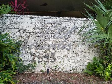 2555 Collins Ave #PH202, Miami Beach, FL, 33140,
