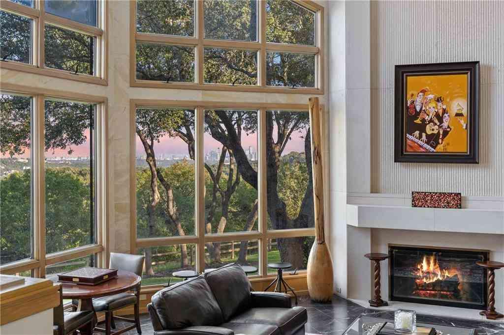 Sunny Living Room, 5420 Petticoat LN, Austin, TX, 78746,