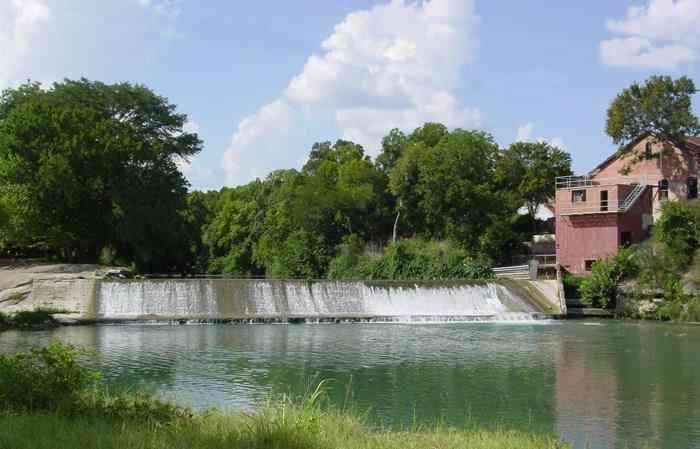 125 River Lakes LN, Martindale, TX, 78655,