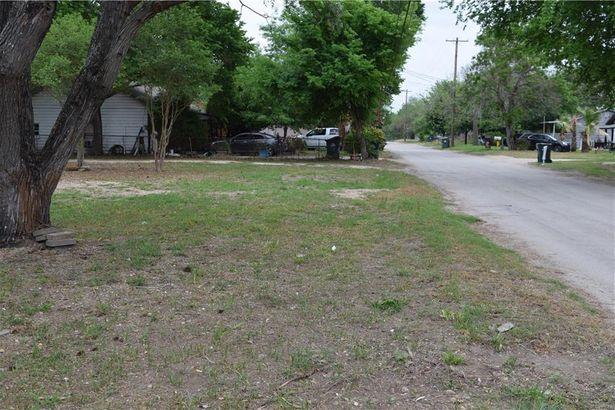 208 Elm Ave