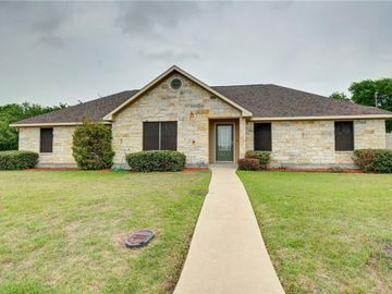 1365 E Independence ST, Giddings, TX, 78942,
