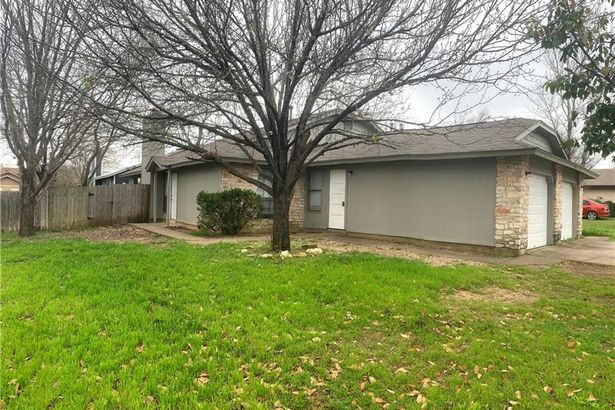 701 Country Aire DR
