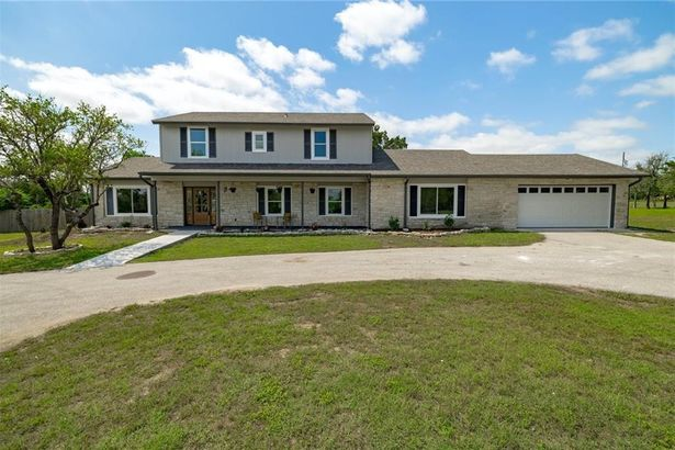 411 Carriage Oaks DR