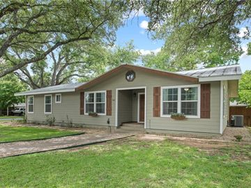 802 N Lincoln ST, Fredericksburg, TX, 78624,