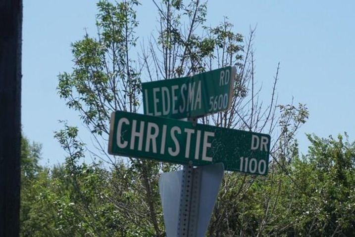 1127 Christie DR