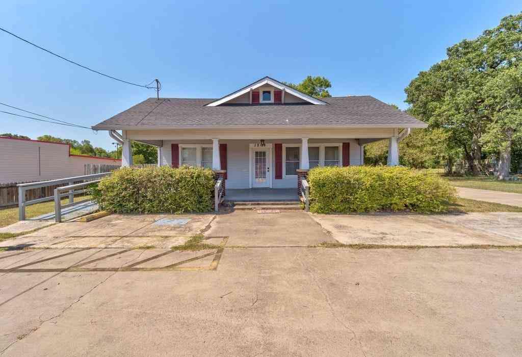 1208 E Pierce ST, Luling, TX, 78648,