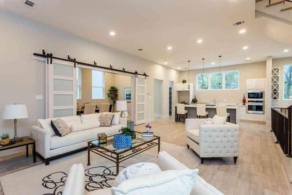 Sunny Living Room, 911 Thompson Street, Houston, TX, 77007,