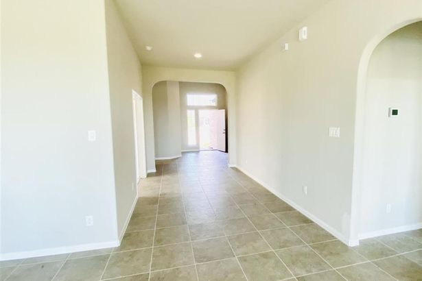 3 Lucas Chase Ct