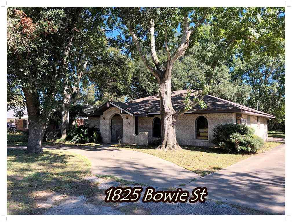 1825 Bowie Street, Columbus, TX, 78934,