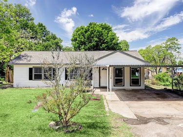 203 Begonia Lane, Highlands, TX, 77562,