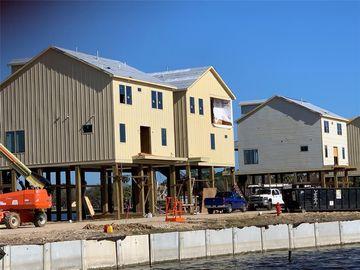 17 Cmdr Runco Lane, Taylor Lake Village, TX, 77586,