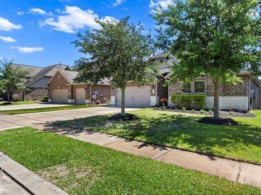 573 Kirkham Lane, League City, TX, 77573,