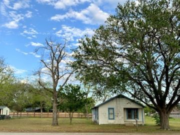 688 S Leon Street, Giddings, TX, 78942,