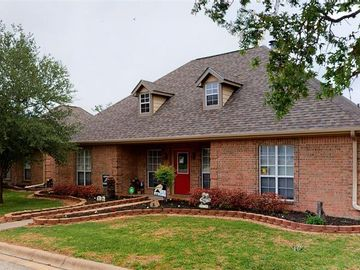 810 Whispering Oaks Drive, Giddings, TX, 78942,