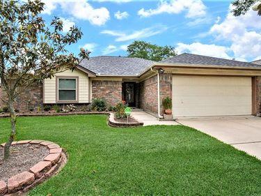 16031 Surrey Woods Drive, Friendswood, TX, 77546,