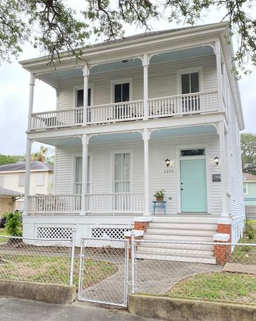 1215 35th Street Galveston, TX, 77550