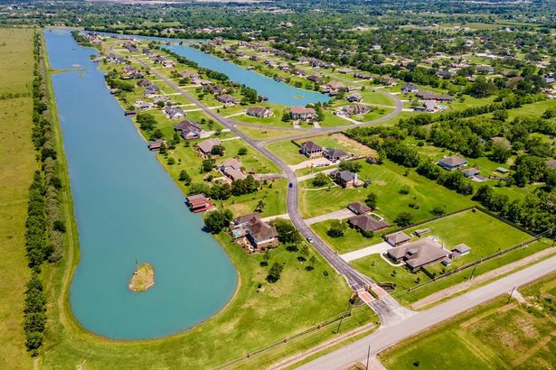 102 Lago Circle Drive