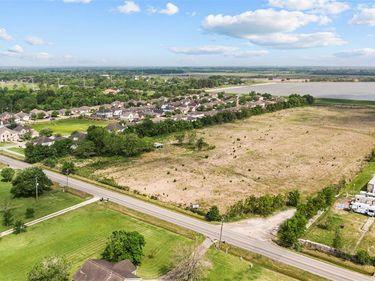 1827 E Wallisville Road, Highlands, TX, 77562,