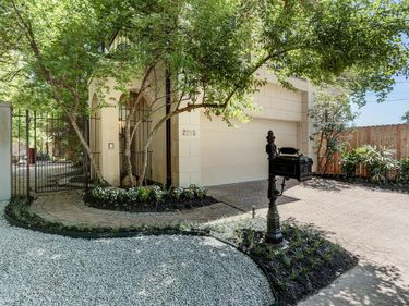 2205 Mimosa Drive, Houston, TX, 77019,