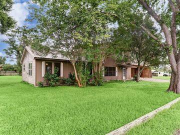 114 Hollaway Avenue, La Grange, TX, 78945,