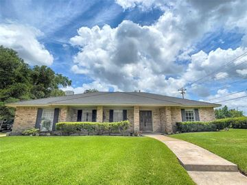 302 Forest Lake Drive, Seabrook, TX, 77586,