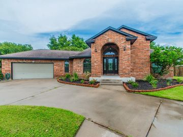 208 Tracy Street, Angleton, TX, 77515,