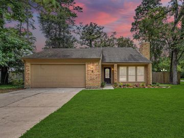 8 S Brook Pebble Court, The Woodlands, TX, 77380,