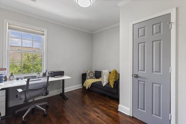 316 Wellington Street SW