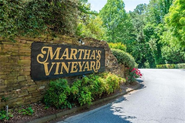 3061 Vineyard Way SE
