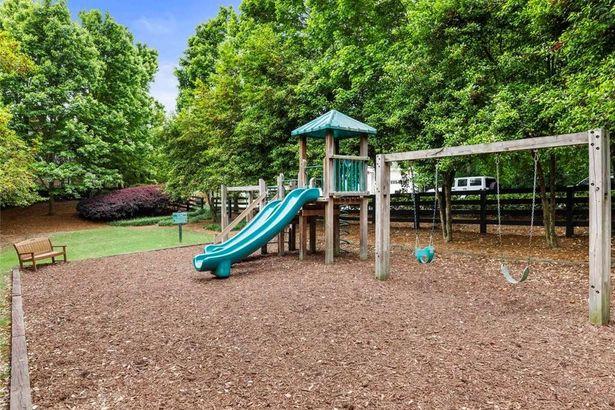 1370 Village Park Drive NE
