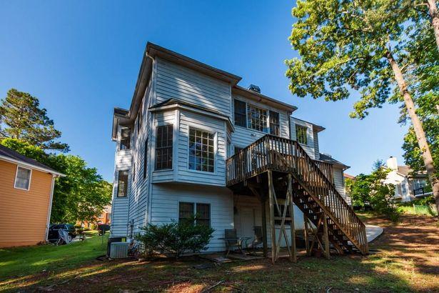 560 Cottage Oaks Drive