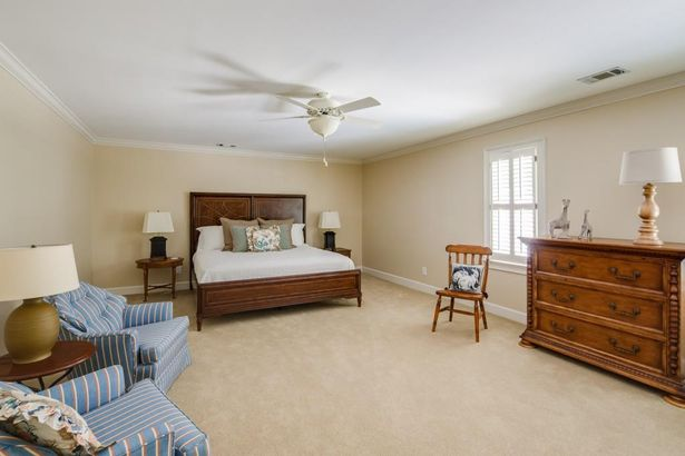 845 Jett Ferry Manor