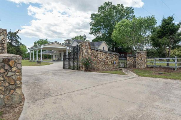 2729 Rocky Ford Road