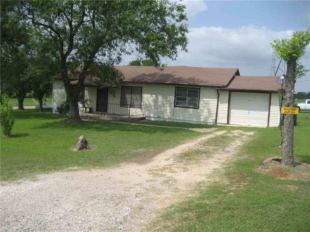 319 Lincoln DR, Luling, TX, 78648,