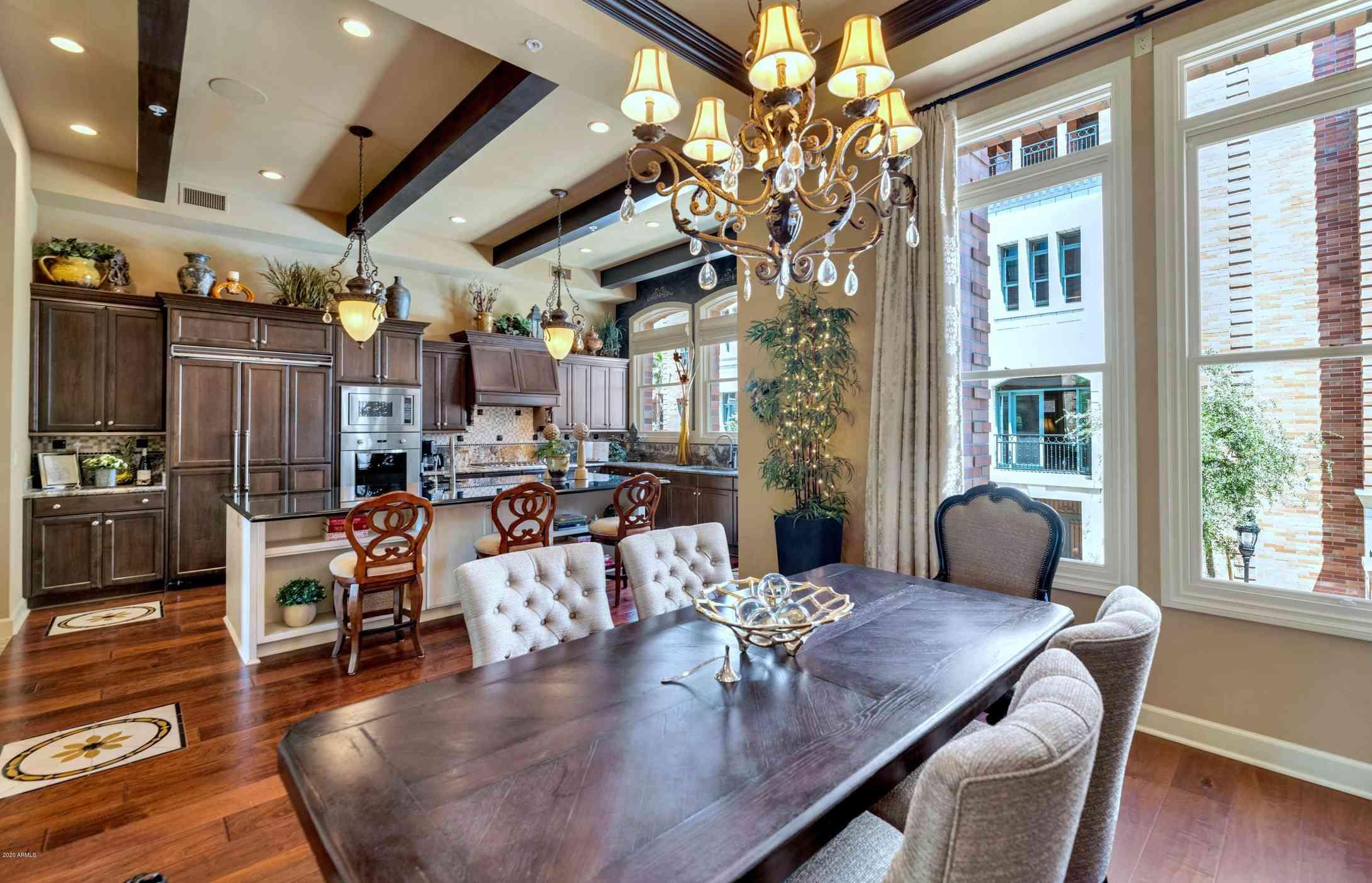 Sunny Living Room, 34 W PALM Lane, Phoenix, AZ, 85003,