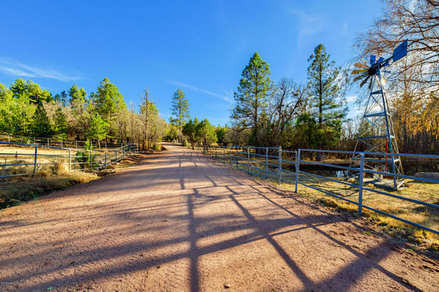 1804 N Pyle Ranch Road