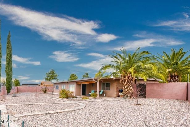 1540 CALLE AMABLE --