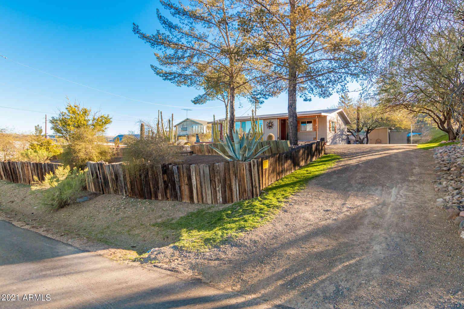 33541 S MOUNTAIN VIEW Road, Black Canyon City, AZ, 85324,