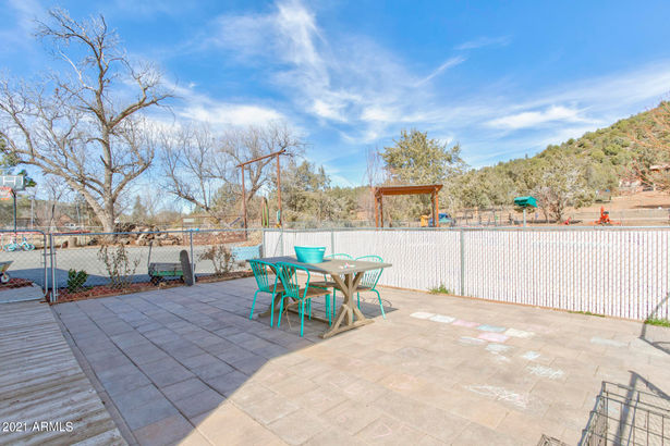 7806 W GIBSON RANCH Road