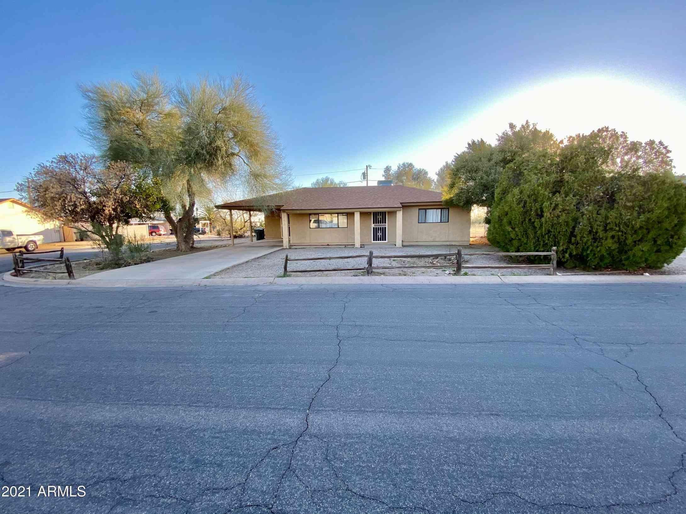 244 PERETZ Circle, Morristown, AZ, 85342,