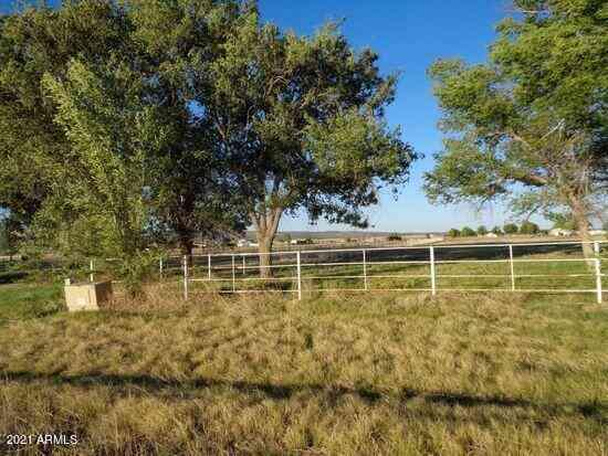 25899 N CHAMPAGNE Lane #20, Paulden, AZ, 86334,